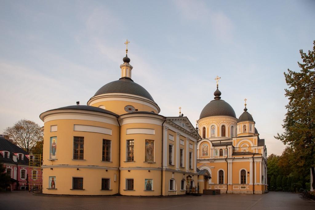 покровский монастырь фото с высоты эти годы заведением